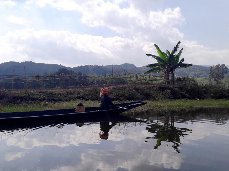 Pa O Frau auf dem Samkar See