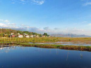 Das friedliche Dorf Phayartaung am Samkar See