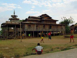 Kloster von Phayartaung am Samkar See