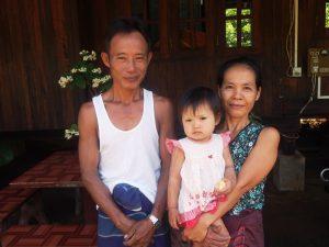 Myanmar Strand Rundreise: Freundliche Mon Familie