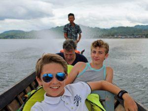 myanmar mit kindern erkungen - bootsfahrt am inle see