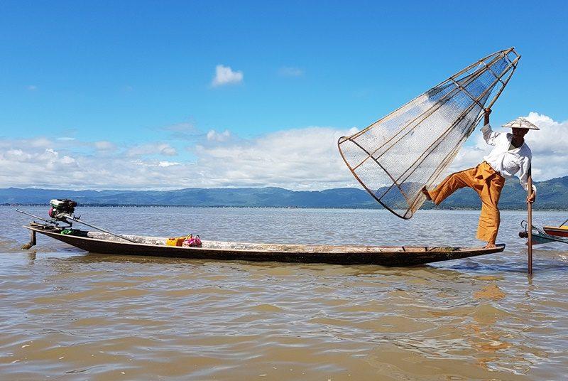 Myanmar Reise zusammenstellen_Einbeinruderer auf dem Inle See