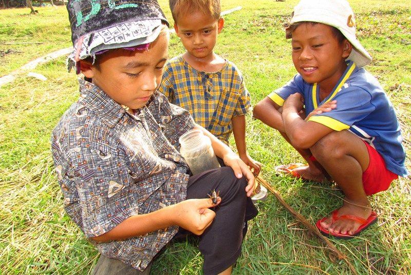 Myanmar Reise zusammenstellen_Kinder im Dorf am Samkar Lake