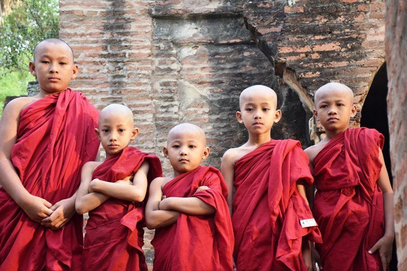 Myanmar Reise zusammenstellen_Mönche in Bagan
