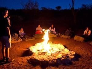 campfire tijdens je Australië outback reis