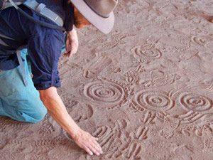 gids legt uit in Kakadu National Park