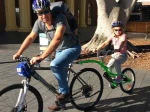 australie-met-kinderen-manly-fiets
