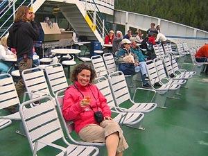 Auf dem Deck der Fähre - Meerluft genießen