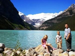 Kinder am Lake Louise