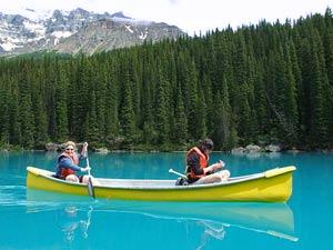 Kanutour im Banff Nationalpark bei Reise von Vancouver nach Calgary