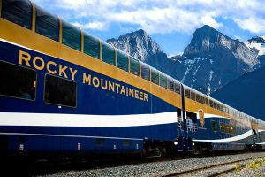 kanada_rocky_mountaineer_rockies_goldleaf