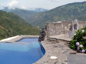 Wenn Sie in unserem Komforthotel übernachten, können Sie vom Pool aus eine tolle Aussicht genießen