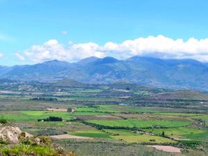Felder auf dem Weg von Ibarra nach Otavalo