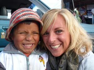 Reisende mit einheimischen Kind