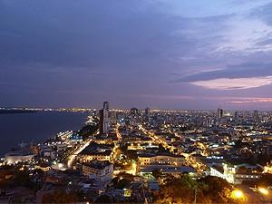 Lichtermeer von Guayaquil in Ecuador
