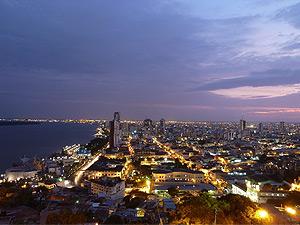 Blick auf das Lichtermeer von Guayaquil