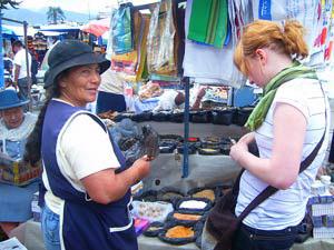 Verhandeln auf dem Markt von Otavalo