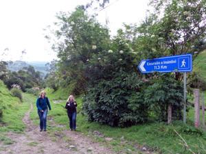 Wanderer unterwegs von Isinlivi nach Chugchiglan