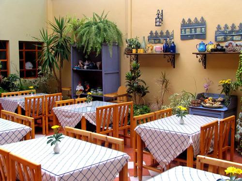 Frühstücksbereich eines Kolonialhotels in Cuenca