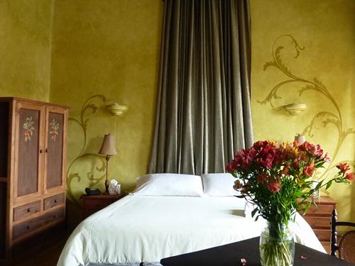 Im Kolonialstil gehaltenes Doppelzimmer in Cuenca
