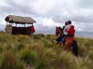 Mit einem Dorfbewohner unterwegs in den Anden