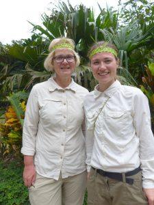 Kunden mit Haarschmuck im Dschungel