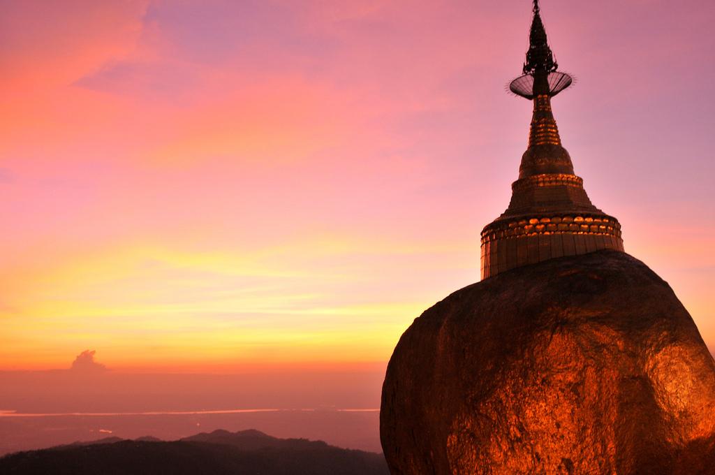 Gouden rots Myanmar reis
