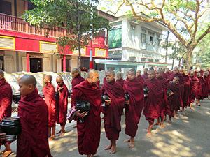 reis Myanmar - monniken in Mandalay