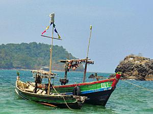 Ngapali strand Myanmar, vissersbootjes