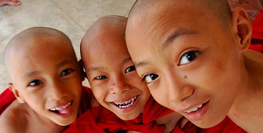 Myanmar rondreizen monnik