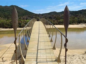 Einer der Brücken entlang des Abel Tasman Coast Tracks © Cab Roe