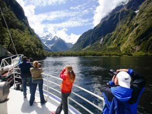 Neuseeland-milford-sound-camera-action