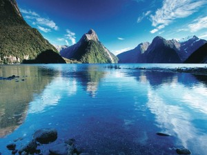 milford-sound-in-summer © Rob Suisted