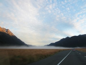 Neuseeland-milford-sound-road-stra·e-nebel