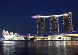 singapur-modernes-gebaeude-nacht