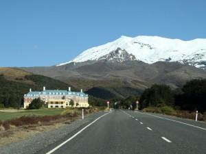 schneebedeckte Bergspitze vor dem Tongariro Nationalpark