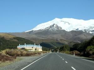 Straße zur Whakapapa Village im Tongariro Nationalpark