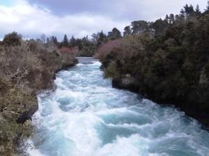 Der Waikato Fluss donnert durch die Huka Falls nördlich von Taupo