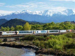 Mit dem Expresszug die Landschaft der Südinsel entdecken