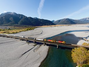 Fahrt mit dem Tanz Alpine Zug - Neuseeland Gruppenreise