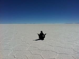 blick-salzwüste-touristin
