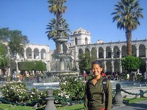 Hauptplatz Arequipa Touristin Peru Bolivien Rundreise