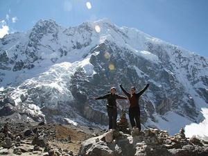 Reisende auf dem Salkantay Trail