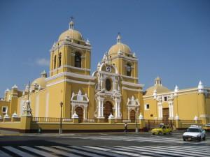 Hauptplatz von Trujillo in Nordperu