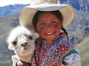 Peru Highlights Reise Lama Einwohner
