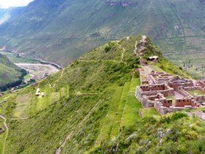 Blick auf die Pisac Ruine in Peru