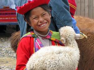 Mädchen mit Lama