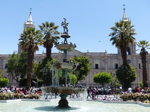 Springbrunnen am Plaza in Arequipa