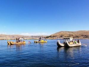 Schilfboote auf dem Titicacasee