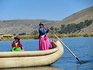 Boot Schilfinsel Titicacasee Bolivien Reise